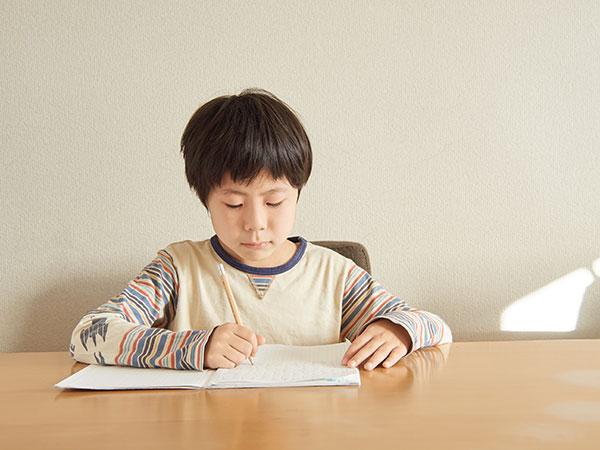 勉強中少年