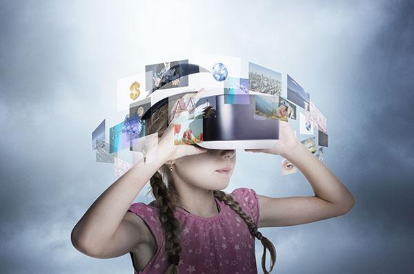 VR体験中の少女