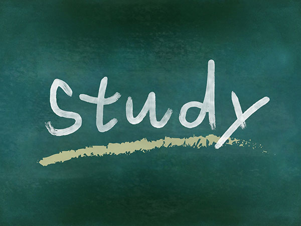 studyと書かれた黒板