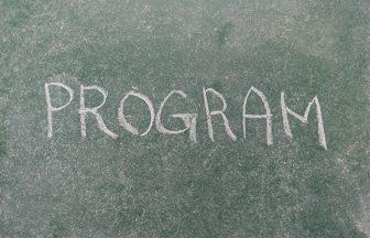 PROGRAMと書かれた黒板